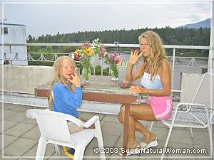 Kaelin and Katherine eating on Patio